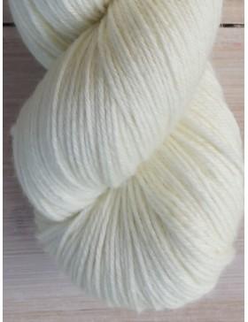 Fil pour tricot pure mérinos sans teinture
