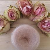 Dans quelques jours, je pourrais prendre en photo ce magnifique coloris avec des fleurs de mon Magnolia Stellata... J'ai hâte !  #latelierteinture #laineteintealamain #handdyedyarn #jura #mohairyarn #pinkcolor #indiedyer #frenchindiedyer