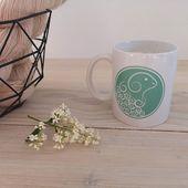 Nouveauté : découvrez le Mug L'Atelier Teinture dans la boutique et il est offert pour toute commande supérieure ou égale à 100€. ☕  #latelierteinture #laineteintealamain #handdyedyarn  #jura #yarnaddict #tricot #yarninspiration #yarnlove #knittersofinstagram #yarnstagram #mug