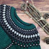 Mon #treystasweater était prêt pour le @knit.eat et vous êtes nombreuses à l'avoir admiré et à avoir aimé cette nouvelle couleur, Vert Impérial.  Il est tellement moelleux que j'avoue languir le froid pour le porter. 😁  Je suis vraiment ravie du résultat. ❤️  Et vous, vous languissez le froid pour porter vos pulls et gilets doudous?  #latelierteinture #laineteintealamain #handdyedyarn #colorworkknitting #knitlovewool #treysta #merinoyarn #singleyarn #jennifersteingass